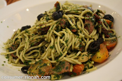 Pesto spaghetti with honeyed chicken cubes @ Marmalade