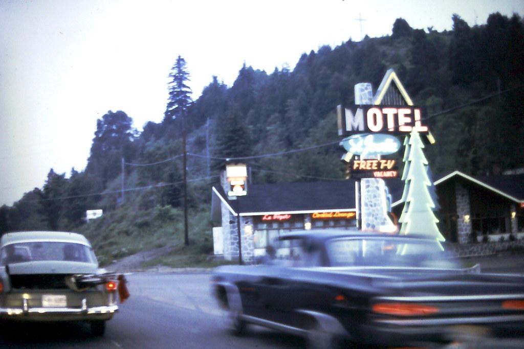 motels in mont tremblant mont tremblant 5 star hotel rating. Black Bedroom Furniture Sets. Home Design Ideas