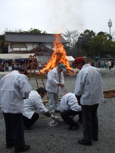 とんど 広島護国神社 2011画像 8