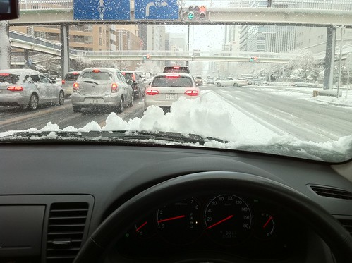 雪で大渋滞