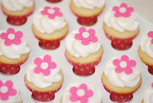 mini cupcakes topped with a pink flwoer for a preschool birthday celebration