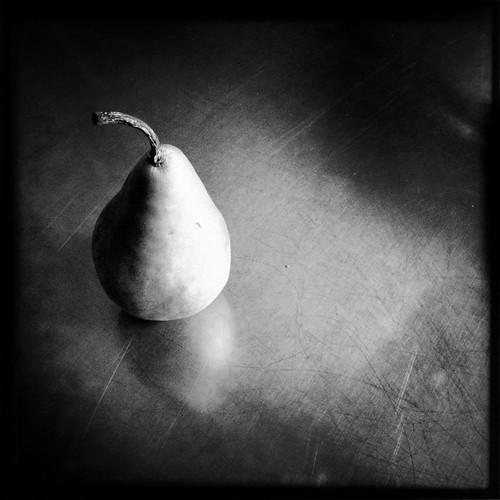 Pear b&w