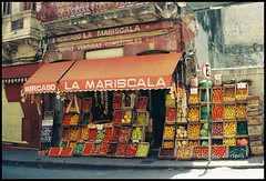 La Mariscala (Claudio Arriens) Tags: travel viaje film 35mm mercado viagem montevideo uruguai lamariscala scannerfujisp3000