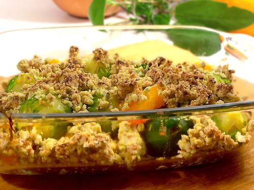 cavoletti di buxelles e zucca con crumble di pistacchi ed arancia