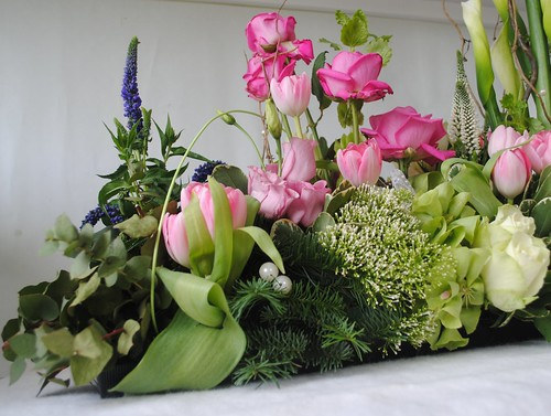 Floral table arrangement
