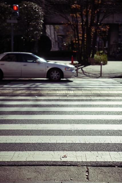 ビル街の横断歩道