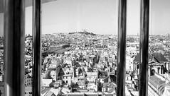 J'vais te montrer Montmartre (Bourguiboeuf) Tags: summer bw white black paris france wheel grande high noir delta montmartre nb roofs 100 mont blanc canonet ilford ql17 giii roue coline toits vigneslol