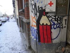Crayon de secours (ǝɹpɹoʇǝɹɐןıɥd) Tags: brussels streetart pencils graffiti belgium belgique tag belgië bruxelles graph crayons crayon brussel ixelles potlood elsene créons