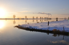 Winters waterlandschap - Winter water landscape (RuudMorijn) Tags: schnee winter light chimney sun snow holland netherlands dutch reflections licht soleil cool hiver sneeuw nederland smoking neve holanda neige rook inverno sonne paysbas reflexos reflets zon hollands  stacks 2010 niederlande reflexionen chemine noordbrabant  fumer dussen lumineux hollande chemines reflexes spiegelingen schornsteine schoorsteen  niederlndisch  schoorstenen   lichtreflexe   rflexions   rauchende   nerlandais   bergschemaas