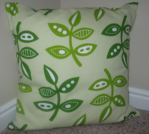 Green Leaflet Pillow