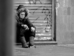 Pobre/Poor (Joe Lomas) Tags: poverty madrid street leica urban espaa calle spain candid poor beggar reality streetphoto urbano pobre indigente mendigo pobreza indigencia urbanphoto realidad callejero poorness limosna robados realphoto necesitado pordiosero limosnero fotourbana fotoenlacalle fotoreal leicaphoto hotostakenwithaleica