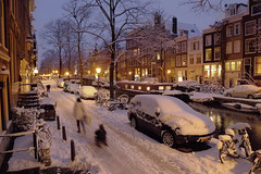 Mom pulling child in sled (Bn) Tags: city bridge winter snow sinterklaas amsterdam nightshot sledding letitsnow sled topf100 sneeuwpoppen topf200 sleds gezellig jordaan winterwonderland sneeuwpret sledge sledriding tms antonpieck bloemgracht sneeuwvlokken winterscene rijden amsterdambynight tellmeastory