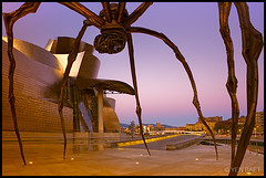 Bilbao - Louise Bourgeois' Spider at the Guggenheim, Sunrise (Yen Baet) Tags: city sculpture espaa reflection metal museum architecture river spider spain europe landmark icon bilbao spanish maman iconic frankgehry basque louisebourgeois spanien spanje guggenheimmuseum  nervion  bayofbiscay abando laspagna lespagne traveldestination europeancities