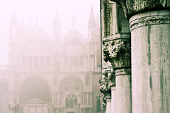 [Free Image] Architecture/Building, Church/Catedral/Mosque, Fog/Mist, Italy, 201101251900