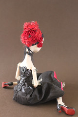 Chapardeur (Abi Monroe) Tags: red black mask framed polymerclay beading paperclay puppenfimo velvetcape whiteartdoll