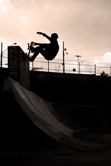 pig-wallgrindnosegrab (carlostaparelli) Tags: brasil pig bowl pantano junior skateboard paulo rider grind são aguas ae wallride espraiadas espraiada