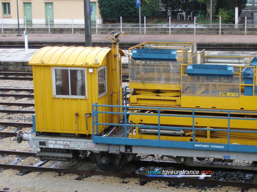 Vue de la cabine de l'APMC n°16 en gare d'Aubagne (Bouches-du-Rhône)