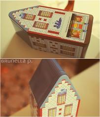 (Brunella Pastore) Tags: christmas 35mm nikon bruxelles f f18 18 natale scatola leonidas cioccolata d3000 24daysofchristmas