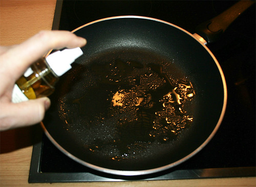 13 - Öl in Pfanne geben