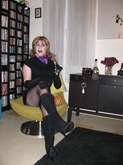 At a Friend 30/12/2010 (Linda49H) Tags: black sexy leather boots gloves transvestite crossdresser smok