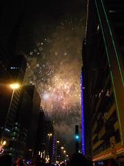 Fireworks at Avenida Paulista (Bibi) Tags: saopaulo fireworks sopaulo newyear anonovo paulista avenidapaulista fogos fogosdeartifcio 2011 viradadoano