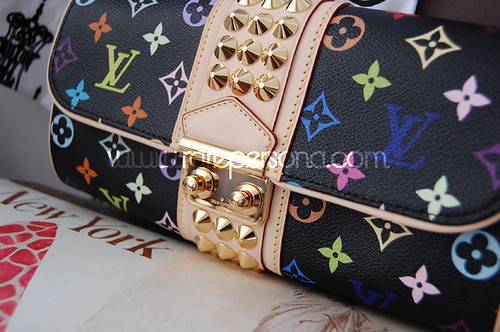 SHOPPING: LV Courtney Clutch.