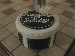 Stephanie's Birthday (thcakelady) Tags: birthday pearls elegant chocolatecake hatbox scrolls fondantcake fantasyflower gumpasteflower scrollpiping blackandwhitecaket