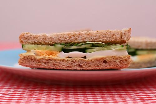 Eier-Gurken-Sandwiches mit Senfcreme