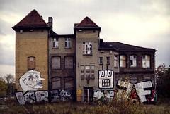 Ostkreuz (Alberto Sen (www.albertosen.es)) Tags: street building berlin art film germany alberto bronica alemania medium format pelicula medio sen ostkreuz formato etrs analogico zenza albertorg