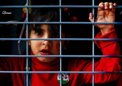 InnoCent Ch!Ld (.Qanas.) Tags: red cute eyes child innocent uae patient jail qanas
