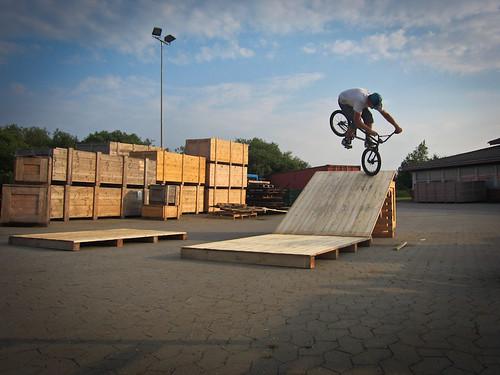 Nikolas - Footjam on a ghetto bank