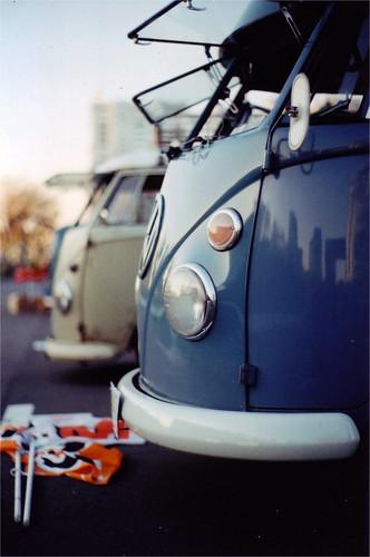 Gray/VW-bus