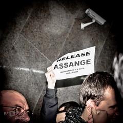 IMG_2467.jpg (bel bosCk Studio!) Tags: people de libertad democracy gente bcn free individuos expresion wikileaks assange
