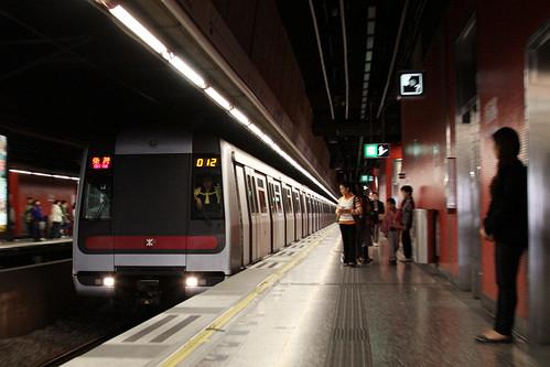 Chai Wan bound train arrives into Heng Fa Chuen