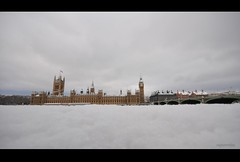 snow h!ts back London !  - 18th Dec'10 (raghavvidya) Tags: uk travel houses red cloud white holiday snow london ice weather project back big nikon traffic ben snowy tag sigma parliament 18th explore nightmare hits 365 joyful 1020mm chistmas 2010 day357 project365 18december d300s raghavvidya