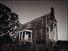 Snaggle Toothed Beast (History Rambler) Tags: old abandoned architecture rural rust south northcarolina historic spooky plantation weathered antebellum decayed tinroof halifaxcounty davidbarrow oncewashome
