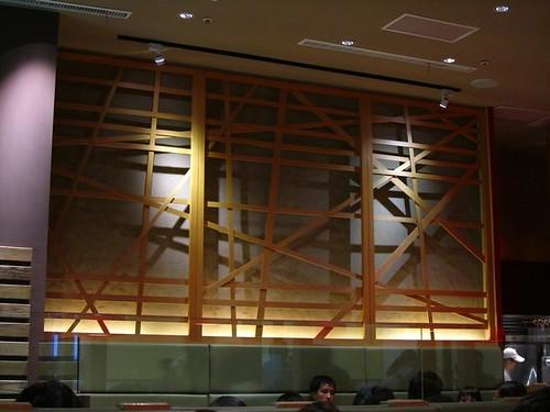 環球-咖哩匠-牆上不規則木飾.jpg