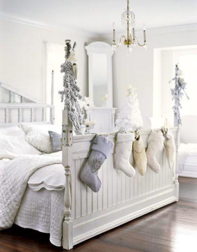 stockings-bed-de