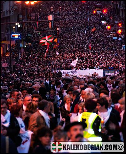 Decenas de miles de personas