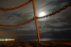 declaracin de dependencia --- declaration of dependence (L C L) Tags: sea sky espaa moon beach night lights luces noche mar chains spain cadenas declaration lanzarote playa luna atlantic seal cielo moonlight atlntico islascanarias canaryisland luzdeluna dependence declaracin kissfromarose lcl dependencia loretocantero