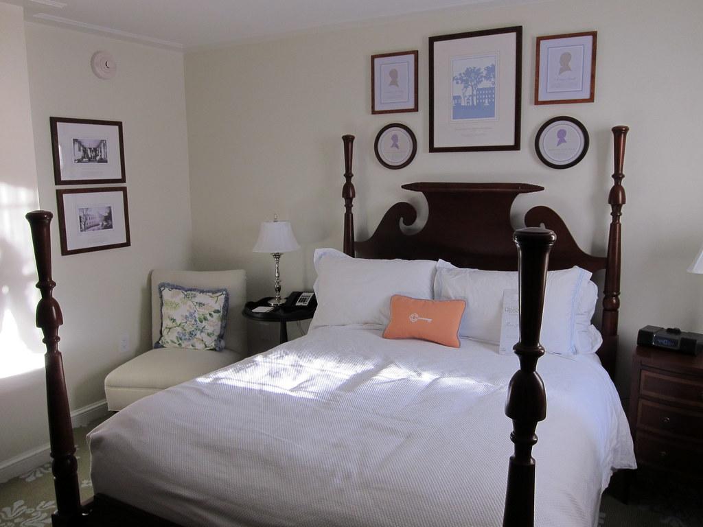 Room, Carolina Inn