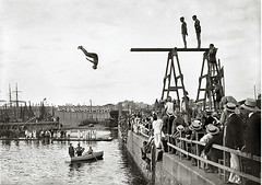 Concurso de natación organizado por el Club Natación Barcelona y el Brussels Swimming and Water Polo Club. Puerto de Barcelona, 1913
