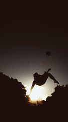 fútbol, la única religión que no tiene ateos (quino para los amigos) Tags: beach silhouette ball football mess playa silueta sanclemente futbol fede federico pelota chilena img1838