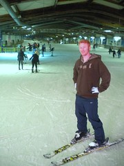Done with the bunny hill (Jonathan Riverwalker) Tags: friends snow ski alex liverpool germany hall friend skiing stevens indoor teacher rink facility colleague ruhrgebiet allinclusive bottrop snowmaking scouse 1011001 alpincenterde