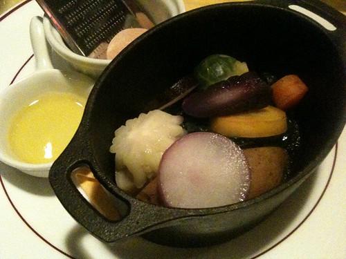 こっちはココットの蒸し野菜。