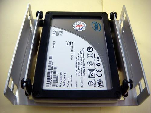 "SSD 裝置於 2.5"" 硬碟架"
