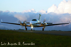 Beechcraft Baron BE58 (Aviao Brasil) Tags: brazil blur ctb brasil canon airplane photo airport foto general aircraft aviation picture twin aeroporto piston curitiba pena jaguar aviao winglet beechcraft edition propeller prop baron geral aviao xsi afonso spotter helice aviacao 450d bimotor sbct be58 bemflickrbembrasil prszn
