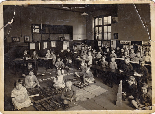 Classroom and children. 1930s.