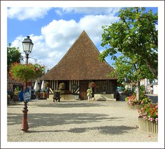 Toit pointu (Sorenza) Tags: trip travel house holiday france color geotagged photography photo europe day tour village photos live normandie maison calvados halftimbered fachwerk beuvron colombages beuvronena