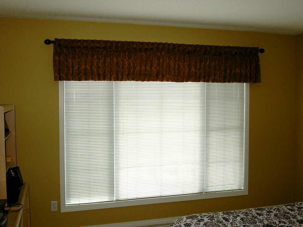 Pinch pleated valance